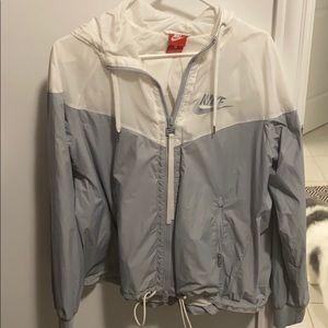 EUC Nike jacket size small. Cute pleat back